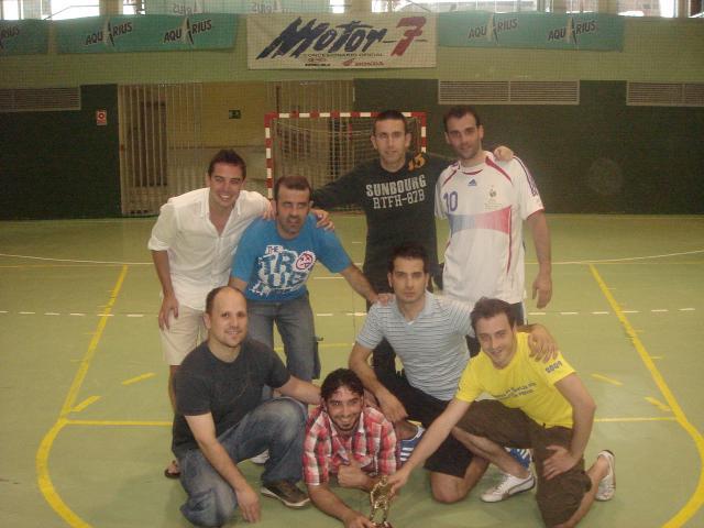 CV CANIS, posando con su merecido trofeo de campeón Sénior